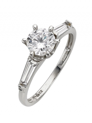 Solitaire Ring with Graduated Stone